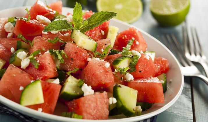 Освежающий салат из арбуза